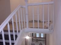 Szlifowane-schody-samonośne-malowane-biała-i-czarną-farbą-poliuretanową12