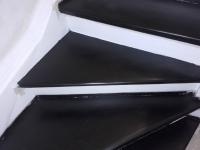 Szlifowane-schody-samonośne-malowane-biała-i-czarną-farbą-poliuretanową4