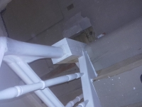 Szlifowane-schody-samonośne-malowane-biała-i-czarną-farbą-poliuretanową5