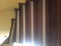 schody-debowe-barwione-na-orzech-i-podstopnie-z-cokołu4